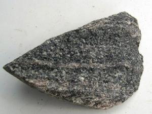 Amfiboliitti. Kuva: Geologia.fi.